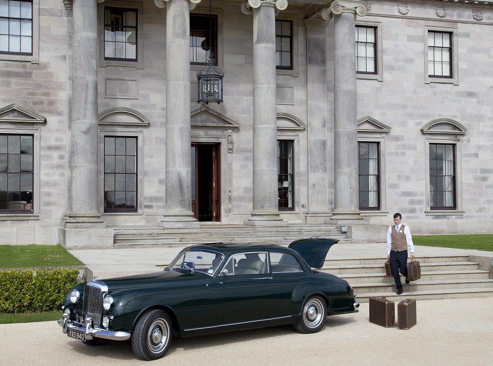 Private-Estate-Car-Elegant-Ireland-UltraVilla