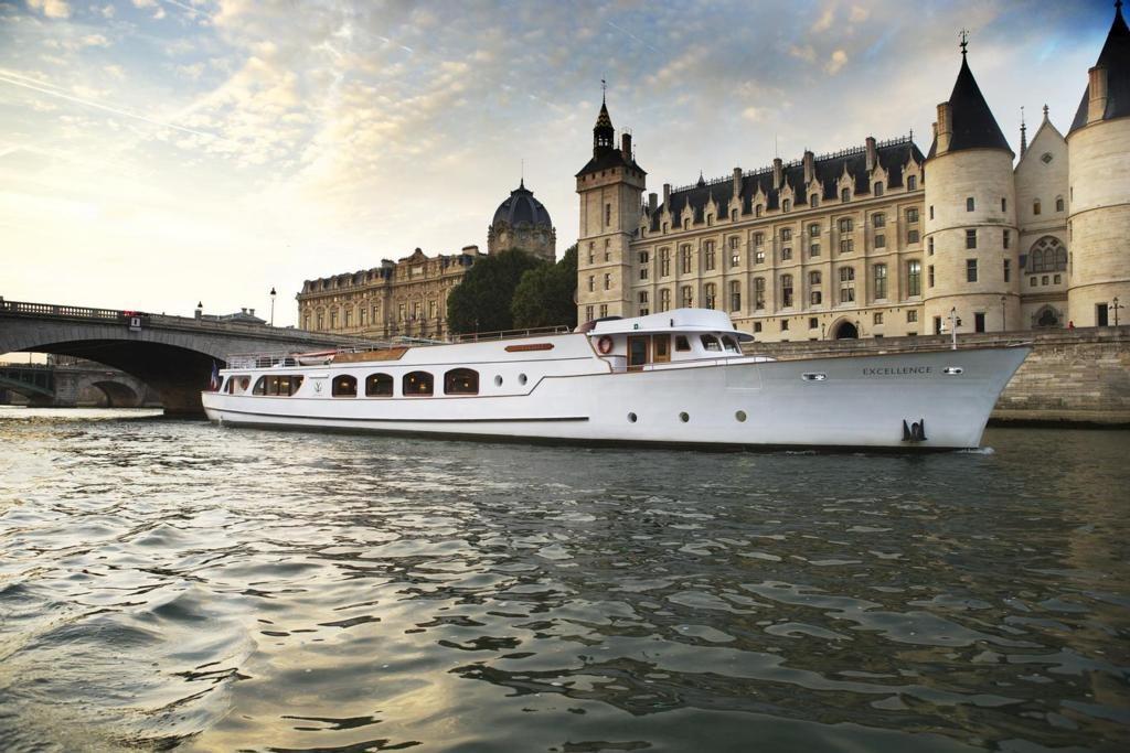 Yacht de Paris