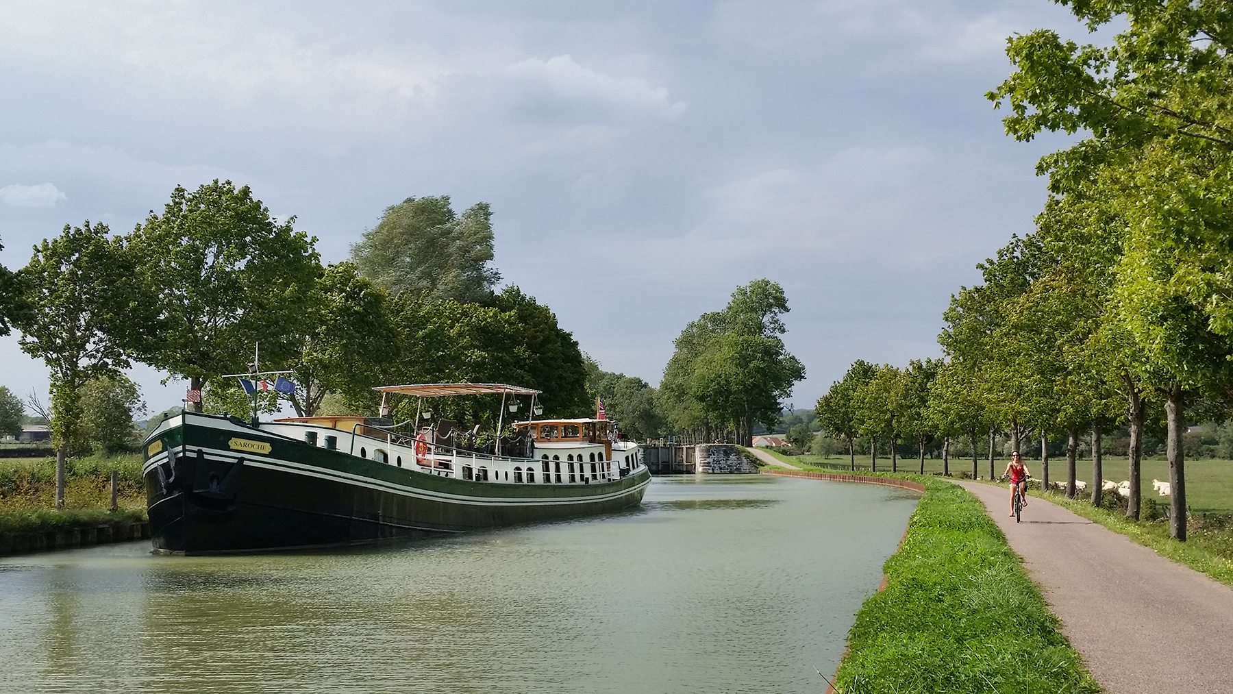 day on a barge saroche in burgundy