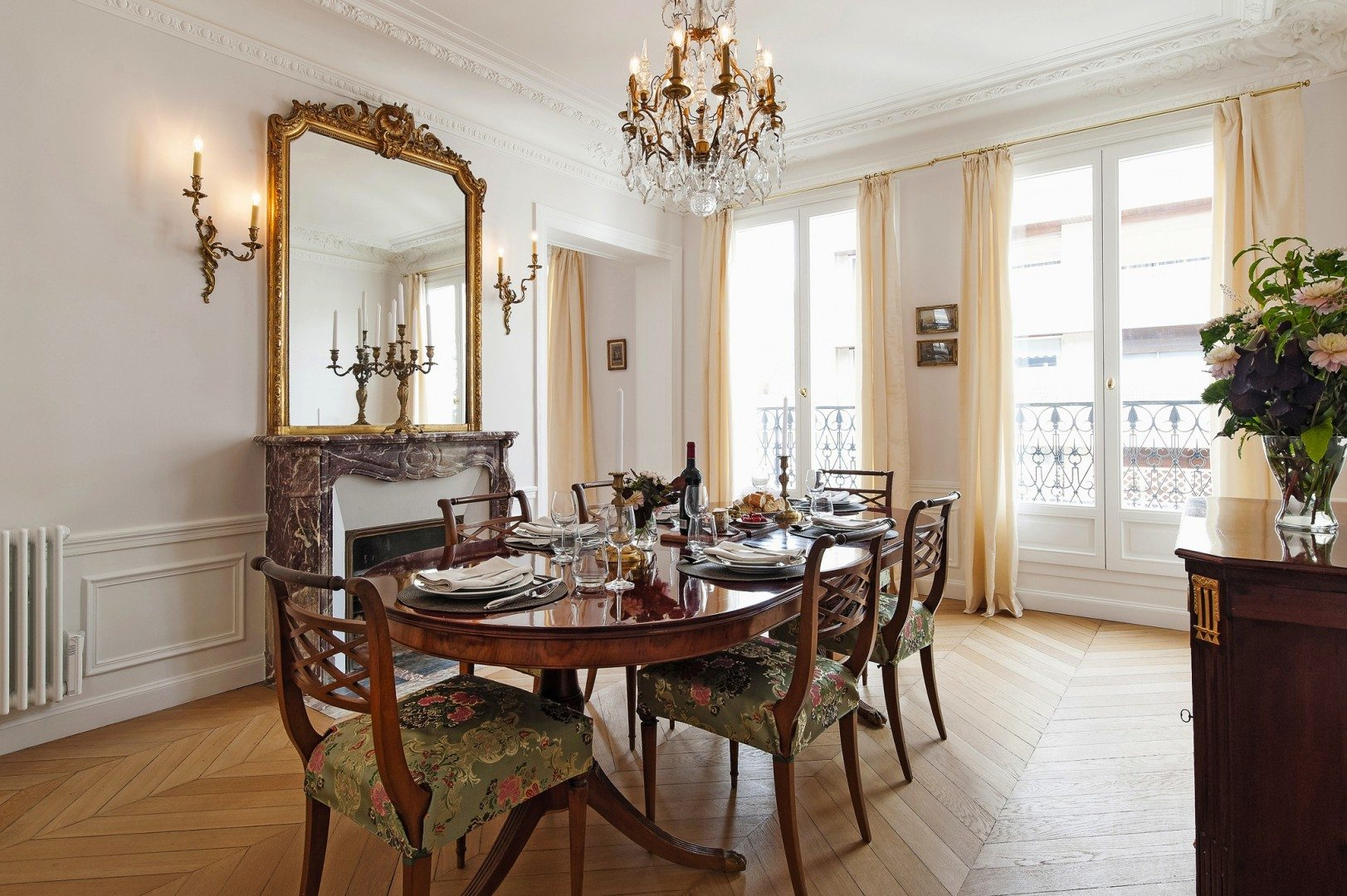 Victor Hugo Chic Haven In