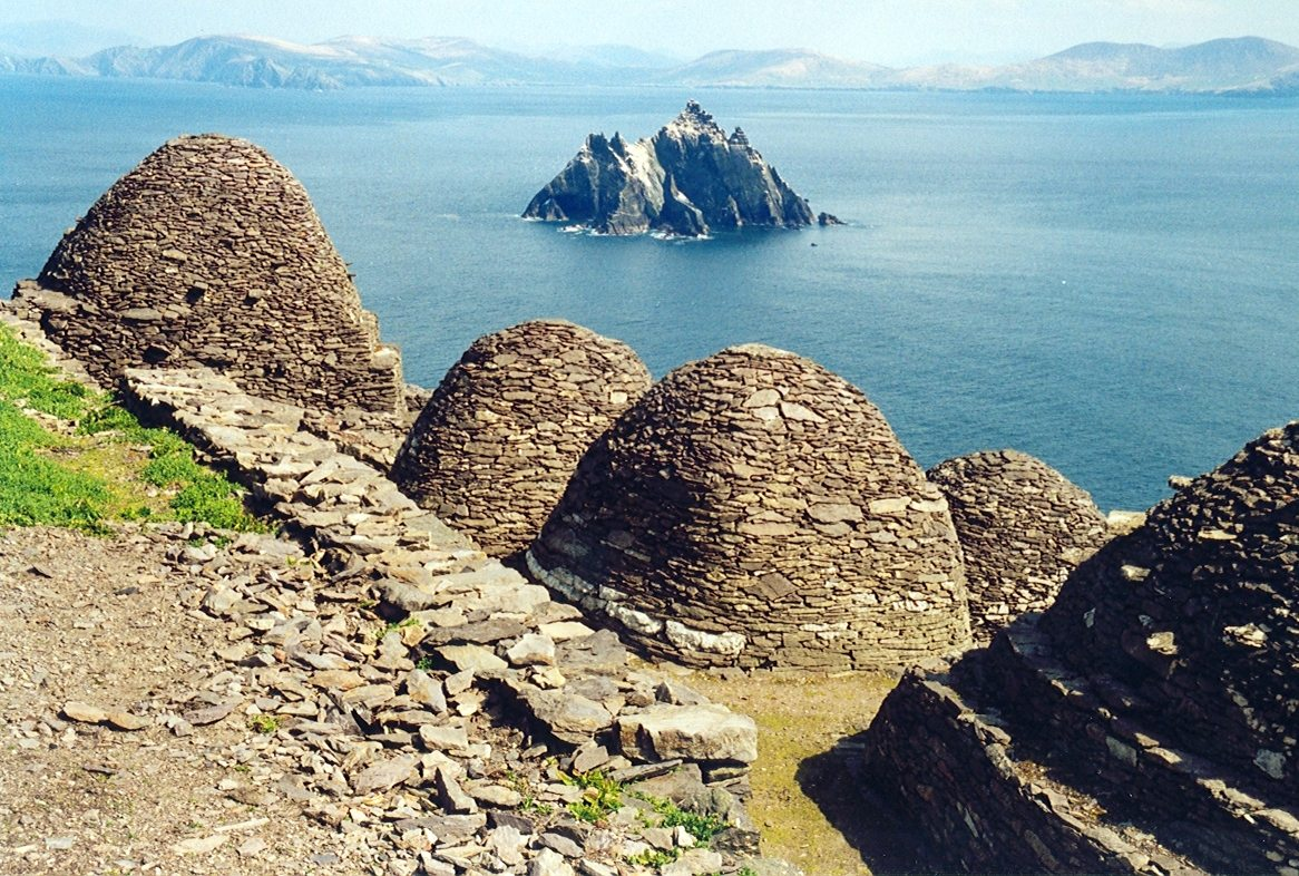 Skellig Michael, beehive cells and Small Skellig Photo Credit: Arian Zwegers /Flickr