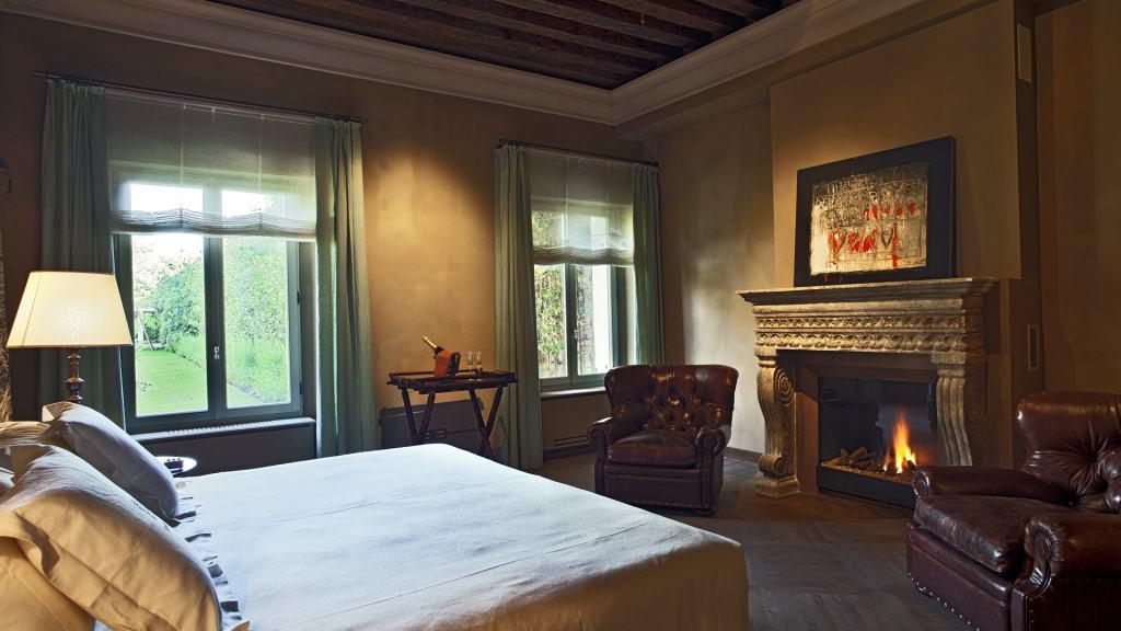 Villa-F-Opale-bedroom-Venice-UltraVilla