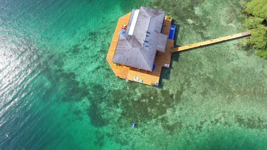 Boca-Overwater-Villa-Floating-Panama-Villas-&-Apartments-Abroad-UltraVilla