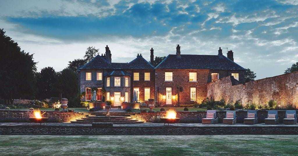Thorpe-Manor-Exterior-Oxfordshire-Luxury-Cotswold-Rentals-UltraVilla