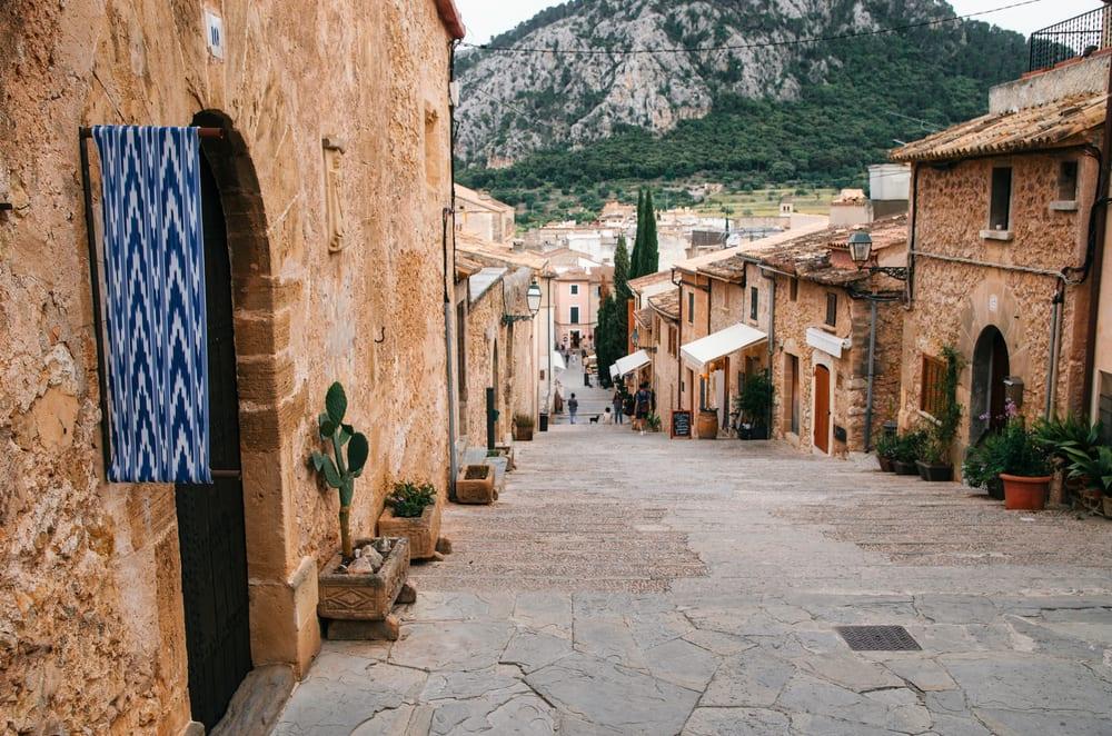 Art-Music-History-Mallorca-The-Luxury-Travel-Book-UltraVilla