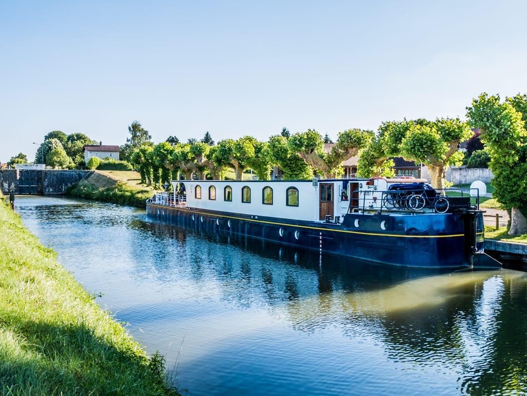 Renaissance-Upper-Loire-Barge-Lady-Cruises-UltraVilla
