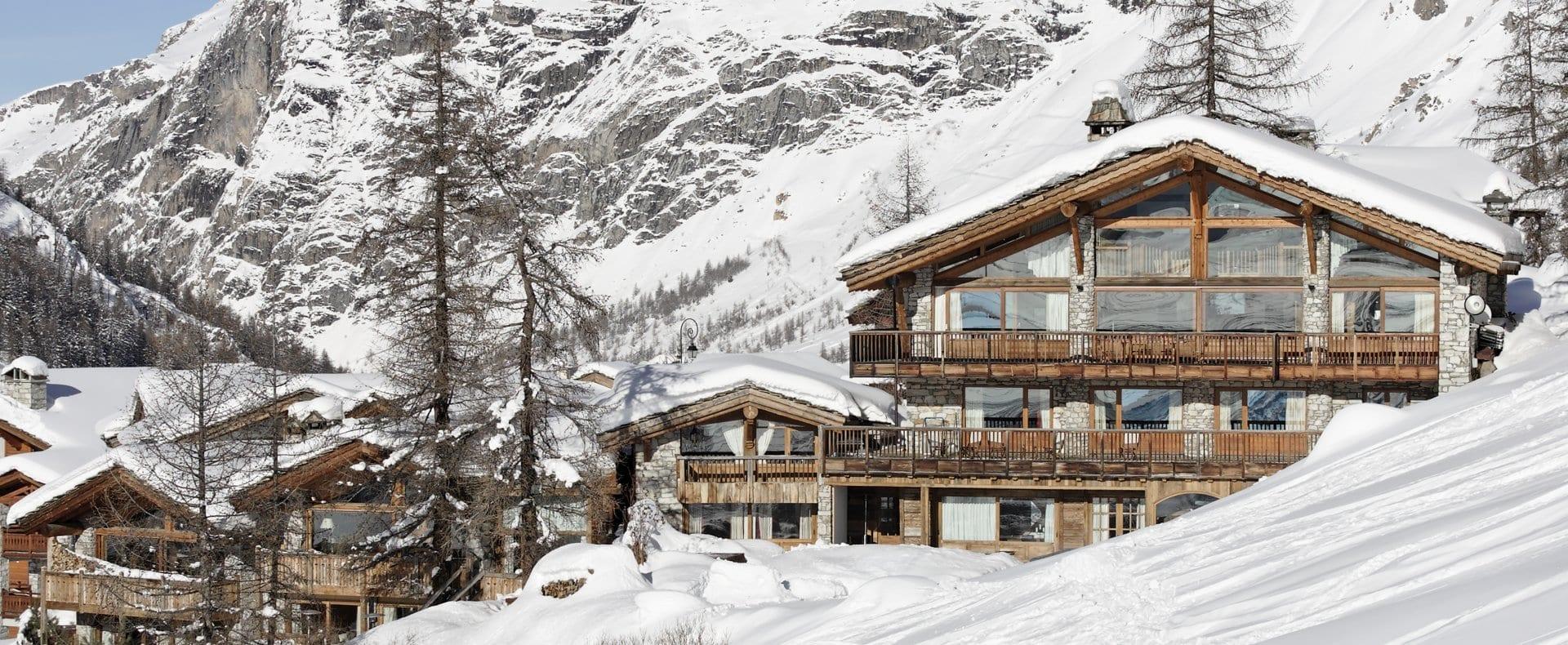 Exterior-Chalet-Le-Chardon-Val-d'Isere-Ultimate-Luxury-Chalets-UltraVilla