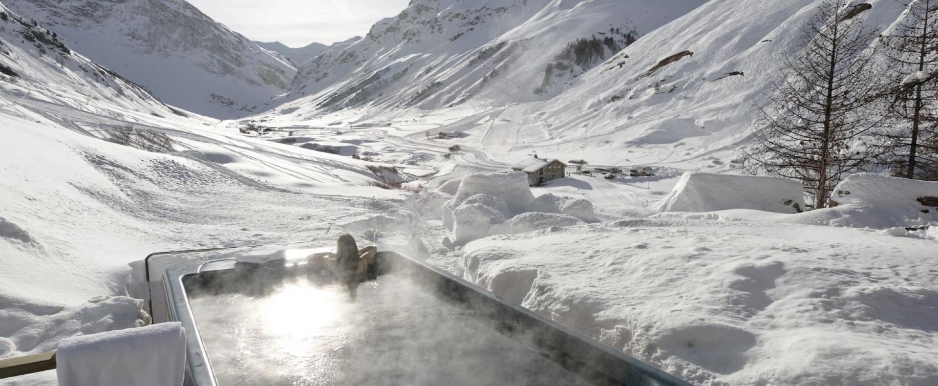 Hot-Tub-Chalet-Le-Chardon-Val-d'Isere-Ultimate-Luxury-Chalets-UltraVilla